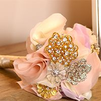 Create an Heirloom Bridal Bouquet Using Vintage Brooches
