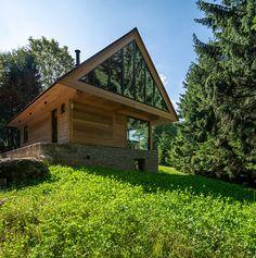 Martin Zeman - DAtelier - Dřevostvaba v Krkonoších Forest House, Cabana, House Plans, Home Fashion, House Styles, Martini, Home Decor, Tiny House Cabin, Haus