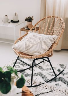 rocking chair / home decor Interior Design Inspiration, Home Decor Inspiration, Diy Deco Rangement, Home Interior, Interior Decorating, Woven Chair, Rattan Rocking Chair, Ashley Furniture Chairs, Outdoor Furniture
