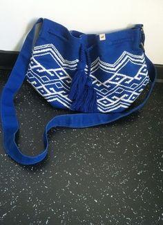 Kaufe meinen Artikel bei #Kleiderkreisel http://www.kleiderkreisel.de/damentaschen/umhangetaschen/120890968-beuteltasche-von-hollister-zum-zuknoten-in-blau-mit-weissem-ethno-muster