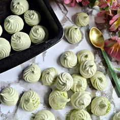 I MADE AQUAFABA MERINGUES!! 🙌🏼🙌🏼 I am so ridiculously happy with how these turned out! 😍💚 I am just the world's worst baker and maker of sweet things but with a little help from my sis @ellarose_cakes perhaps I have found my calling with meringue kisses 😘 These little gems are made with @clearspringuk new Japanese Organic Matcha Shots, to celebrate their 8 Days of Matcha #justaddmatcha. The matcha is such an amazing vivid green and tasty as heck, can't recommend it highly enough. And…