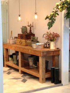Stoer keukenblok en tegelvloer van Jan van IJken, oude bouwmaterialen