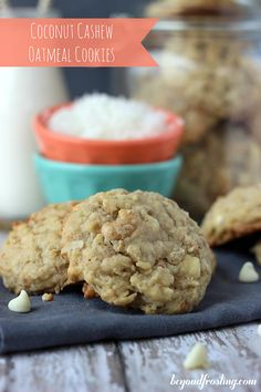 Coconut Cashew Oatmeal Cookies… These cookies are Dessert Dessert Köstliche Desserts, Delicious Desserts, Dessert Recipes, Yummy Food, Dessert Healthy, Frosting Recipes, Yummy Eats, Dinner Recipes, My Recipes