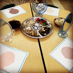 Third Teacher: Classroom Layout 2016 Play dough self portrait provocation with loose parts. The Curious Kindergarten.Play dough self portrait provocation with loose parts. The Curious Kindergarten. Reggio Emilia Preschool, Reggio Emilia Classroom, Reggio Inspired Classrooms, Full Day Kindergarten, Preschool Classroom, Kindergarten Activities, Montessori Classroom Layout, Year 1 Classroom Layout, Kindergarten Self Portraits