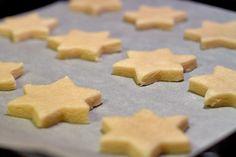 Biscuiti economici in tava de cuptor Biscuit, Cookies, Desserts, Food, Sweets, Crack Crackers, Tailgate Desserts, Deserts, Biscuits