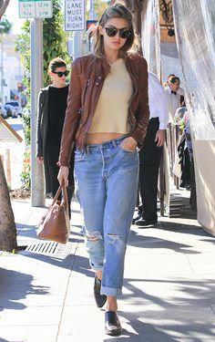 Gigi Hadid à Los Angeles en novembre 2016 http://www.vogue.fr/mode/inspirations/diaporama/les-looks-mode-off-duty-de-gigi-hadid/23880#gigi-hadid-los-angeles-en-novembre-2016