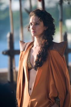 Ellaria Sand- es hija bastarda de Lord Harmen Uller. Es la amante del príncipe Oberyn Martell y madre de las cuatro Serpientes de Arena de menor edad.