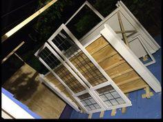 Windows, doors and roof of the shed are painted at forehand too. Ramen, deuren en het dak worden ook op voorhand geschilderd.