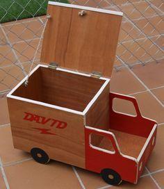 Mi Pequeño Taller: Un baul para los mas pequeños. Wooden Projects, Wood Crafts, Diy Projects, Woodworking Toys, Woodworking Projects, Montessori Toys, Wood Toys, Toy Boxes, Diy Toys