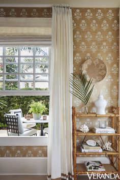 See how designer Alessandra Branca transformed Village Suites, a small private hotel in Windsor, Florida into a crisp and elegant getaway. Fall Home Decor, Autumn Home, Cheap Home Decor, Windsor Florida, Living Spaces, Living Room, City Living, Interior Decorating, Interior Design