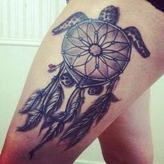 Sea Turtle Dream Catcher Tattoo Design on Thigh. Coeur Tattoo, Hawaiianisches Tattoo, Tattoo Video, Hindi Tattoo, Sunflower Tattoo Sleeve, Sunflower Tattoo Small, Trendy Tattoos, Tattoos For Guys, Cool Tattoos