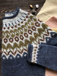 Ravelry: Project Gallery for Riddari pattern by Védís Jónsdóttir Fair Isle Knitting Patterns, Sweater Knitting Patterns, Knitting Charts, Knitting Designs, Knitting Projects, Crochet Crafts, Knit Crochet, Icelandic Sweaters, Nordic Sweater