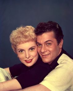 Janet Leigh and Tony Curtis. Golden Age Of Hollywood, Hollywood Stars, Classic Hollywood, Janet Leigh, Tony Curtis, Good Old, Vintage Fashion, Vintage Style, Actors