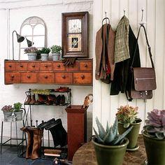 Cloakroom storage. Fine skuffer til nøkler, skjerf, hansker og alt ræl man har i gangen