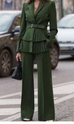 Надоели скучные офисные наряды? Даже при строгом дресс-коде можно придумать что-то оригинальное!   ⠀ #StyleForYou #Стиль #Мода #ДрессКод #ОфисныйСтиль #ОдеждаДляОфиса #ОфиснаяОдежда Fashion Details, Look Fashion, Trendy Fashion, High Fashion, Winter Fashion, Womens Fashion, Fashion Trends, Affordable Fashion, Unique Fashion