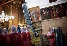 Um coro de iranianos e armênios, na igreja de St. Stepanos (Foto: Reprodução)..