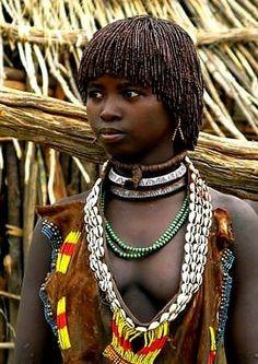 African Tribes - - Alternative History, Black History, World History & Popular Culture Magazine. Beautiful African Women, Beautiful Dark Skinned Women, African Beauty, Beautiful Black Women, African Fashion, African Tribal Girls, Tribal Women, Art Afro, Africa People