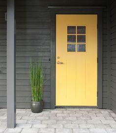 JOTUN Bergknatt Exterior Colors, Exterior Paint, Yellow Doors, House Colors, Beautiful Homes, Garage Doors, New Homes, Colours, Lady