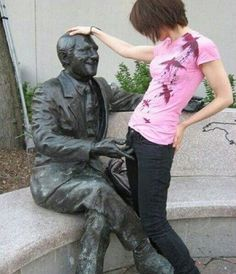 o_o That statue is getting more action than me :(
