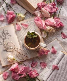 Image shared by Elena Tkachenko. Find images and videos about flowers, book and tea on We Heart It - the app to get lost in what you love. Flower Aesthetic, Book Aesthetic, Aesthetic Pictures, Flat Lay Photography, Coffee Photography, Book Wallpaper, Flower Wallpaper, Coffee Flower, Book Flowers