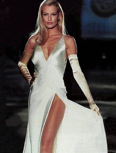 80s-90s-supermodels:    Versace catwalk, 1995Model : Karen Mulder