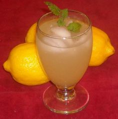 Old-Fashioned Lemon Balm Lemonade Recipe - Genius Kitchen Lemon Balm Recipes, Herb Recipes, Vegan Recipes, Fun Drinks, Beverages, Summer Drinks, Simply Recipes, Food Now, Canning Recipes