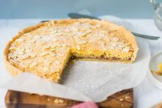 When is a Bakewell Tart a Bakewell Pudding? A confusing and often contentious issue, which is the original, Tart or Pudding? Pudding Desserts, Köstliche Desserts, Pudding Recipes, Bakewell Pudding, Bakewell Tart, Irish Recipes, Tart Recipes, English Recipes, English Food
