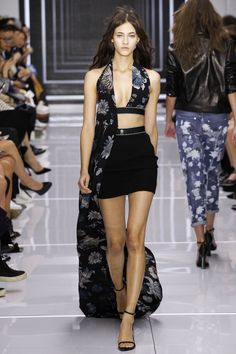 Versus Versace Spring 2016 Ready-to-Wear Fashion Show - Isabella Emmack