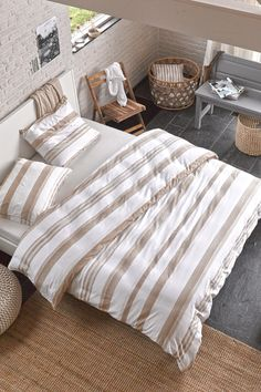 Striped pattern bed linen in neutral colors - #Esprithome
