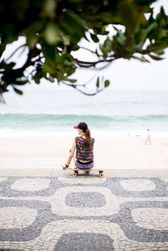Calçadão. Palavra derivada do latim Calçadis, é um lugar onde tudo acontece (e pode acontecer) especialmente no Rio de Janeiro.  #dobem