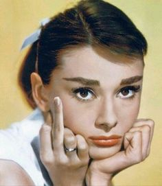 Audrey Hepburn Giving the Finger - fuck you - middle finger Tweezing Eyebrows, Threading Eyebrows, Aubrey Hepburn, Todays Mood, Angry Face, The Face, Photo Portrait, Classy Girl, Portraits