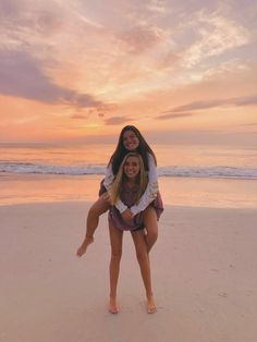 friends on the beach pictures * friends on the beach & friends on the beach pictures & friends on the beach quotes & friends on the beach photography Photos Bff, Best Friend Photos, Best Friend Goals, Bff Pics, Cute Beach Pictures, Cute Friend Pictures, Beach Pics, Beach Instagram Pictures, Beach Sunset Pictures