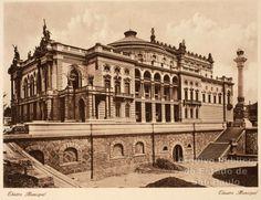 Teatro Municipal de São Paulo, praça Ramos de Azevedo.