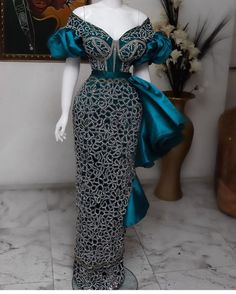 African Bridesmaid Dresses, African Wear Dresses, Latest African Fashion Dresses, African Print Fashion, African Attire, African Prints, Aso Ebi Lace Styles, Lace Dress Styles, African Fashion Traditional