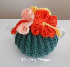Knitted Hats, Crochet Hats, How To Order Coffee, Hibiscus Flowers, Beautiful Crochet, Tea Cosies, Cosy, Hand Knitting, Craft Projects