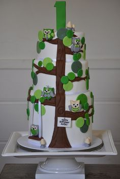 Gorgeous owl birthday cake - it's green and owls!!!!!!!!!!!!!!!!!!!! I WANT ONE!!