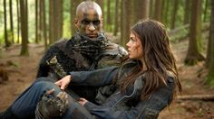 the-100-ricky-whittle-as-lincoln-and-marie-avgeropoulos-as-octavia-650x365.jpg (650×365)