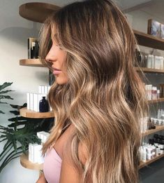 ✨ Beautiful sun kissed highlights using OLAPLEX to protect and bring out that natural shine! Color b Flawless! ✨ Beautiful sun kissed highlights using OLAPLEX to protect and bring out that natural shine! Color b Brown Hair Balayage, Brown Blonde Hair, Hair Color Balayage, Hair Highlights, Icy Blonde, Bronde Haircolor, Balayage Brunette To Blonde, Natural Blonde Highlights, Light Brunette Hair