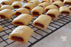 Bolachas Recheadas com Goiabada Chocolate Box Packaging, Cookies, Muffins, Sweets, Bread, Cheese, Diet, Baking, Breakfast