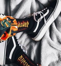 Yall like trasher? Thrasher, Mode Grunge, Cute Outfits For School, Cute Socks, Grunge Outfits, Sock Shoes, Swagg, Me Too Shoes, Diana