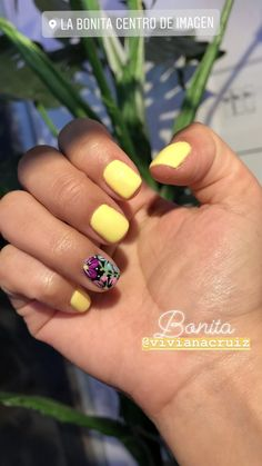 Nail art Christmas - the festive spirit on the nails. Over 70 creative ideas and tutorials - My Nails Fancy Nails, Love Nails, How To Do Nails, Pretty Nails, My Nails, Spring Nails, Summer Nails, Yellow Nails, Fabulous Nails