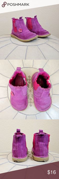 🎉HP🎉 Purple Suede Walkmates Toddler Boots Sz 6 These adorable magenta suede Walkmates boots from Marks and Spencer in the UK are pull on style with a leather purple flower detail. They are in good condition showing some wear on the heels (See pictures) Size 6. Walkmates Shoes Boots