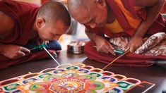 Sand Mandala is an unique art form in Tibet that portrays the profound philosophy of Buddhist idea of universe and life, such a artistic and philosophical carrier of Tibetan Buddhism. Mandala Art Lesson, Mandala Drawing, Tibetan Art, Tibetan Buddhism, Sanskrit, Adult Coloring, Coloring Books, What Is A Mandala, Buddhist Monk
