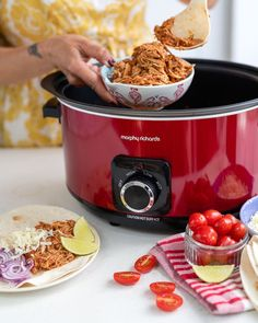 This BBQ pulled chicken is on repeat in my Slow Cooker! Such an easy versatile recipe. Pulled Chicken Tacos, Day Off Work, Bank Holiday Weekend, Crockpot, Slow Cooker, Bbq, Tasty, Baking, Recipes