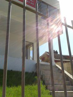 Exterior de vivienda unifamiliar de 2 pisos, diseño de arquitectura completo mail: consultores@arqydis.cl