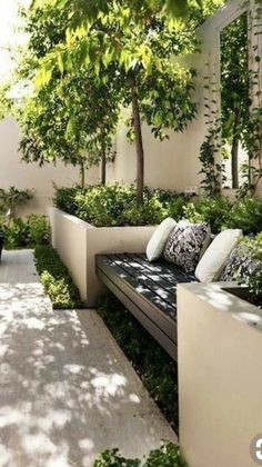 Backyard wooden seating with planters sourc. - Backyard wooden seating with planters source Source by - Backyard Garden Design, Small Garden Design, Backyard Patio, Backyard Planters, Backyard Designs, Pergola Designs, Backyard Ideas, Garden Design London, London Garden