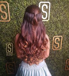 Turn around your sangeet look with this captivating double braided half-tie hairstyle accompanied with bouncy curls. Open Hairstyles, Indian Bridal Hairstyles, Bride Hairstyles, Lehenga Hairstyles, Gorgeous Hairstyles, Hairstyles Haircuts, Bridal Hairdo, Wedding Braids, Bridal Hair And Makeup