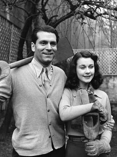 Laurence Olivier and Vivien Leigh......Uploaded By www.1stand2ndtimearound.etsy.com