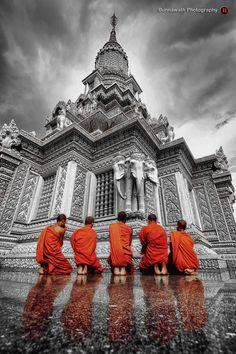 "Kampong Cham, Cambodia • ""MONKS"" by Bunnawath ( B-FOTO ) on http://500px.com/photo/12800927"