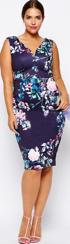 Women's fashion print dress - article with tips about how to wear plus size prints - click to read
